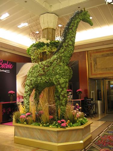 giraffe 4 Macys flower show